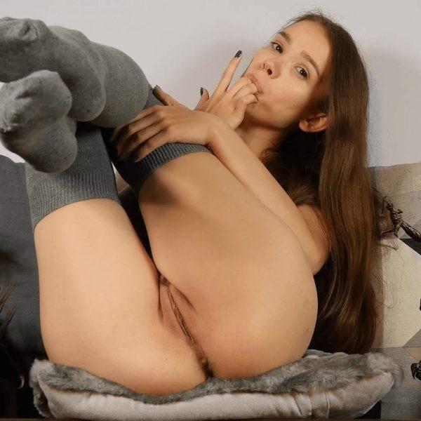 Bunny Marthy Porn in grey kneesocks